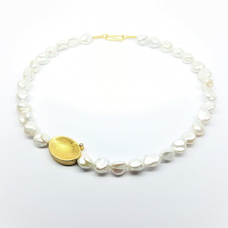 Collier en perles de culture d'eau douce et or jaune 18kt.