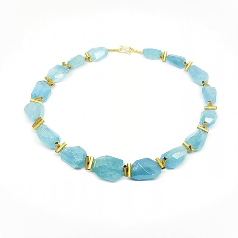 Collier en aigue-marine et or jaune 18kt.